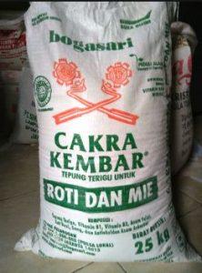 harga tepung cakra kembar 25 kg